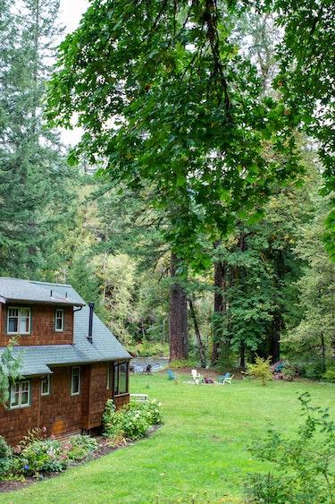 US Accommodation Comfortable Partner DSC 6101 Historic Log Cabin Bend