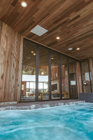 US Accommodation Luxe best hotel hot tub gorgesociety bingen
