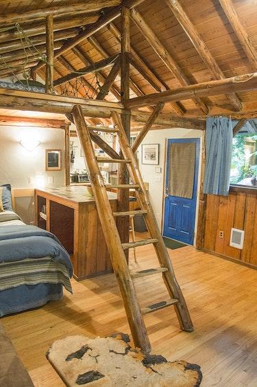 US accommodation Comfortable Altimeter Cabin Interior Courtesy Walter Dorsett