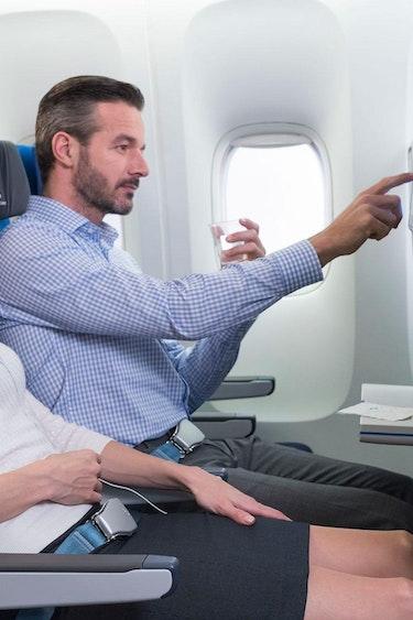 US VLIEGEN KLM Economy comfort man and woman tcm832 1029594