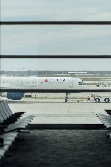 Usa flights delta airlines passenger terminal