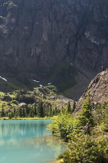 ca_vancouver island_lake _hiking_summer