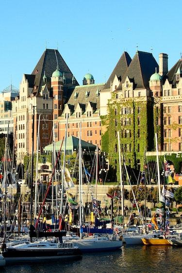 ca_victoria bc_city_boat