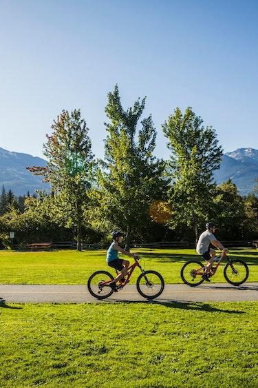 ca_family_whistler_biking_spring_summer