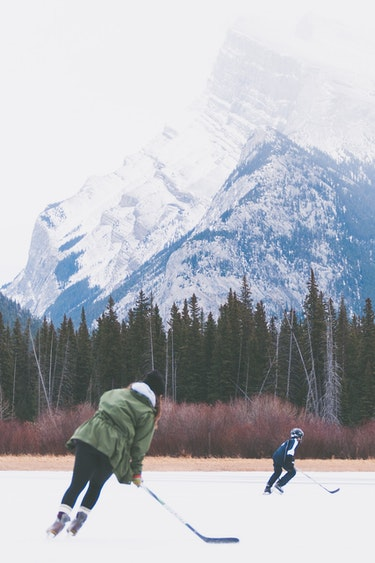 Can ice hockey family banff national park priscilla du preez unsplash