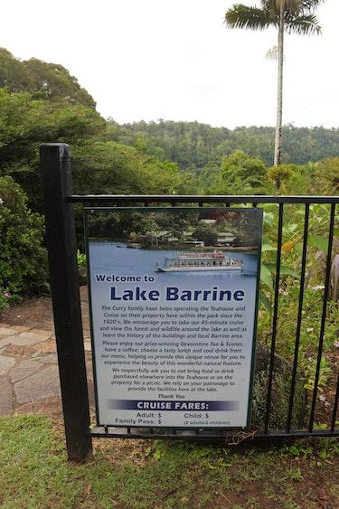 Man op reis lake barrine