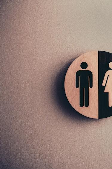 Man op reis vrouwentoilet