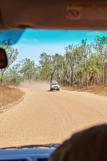 Au northern territory dirt road friends car and route header