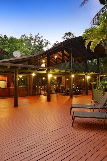 au Wait A While In The Daintree Rainforest Villa friends stays header