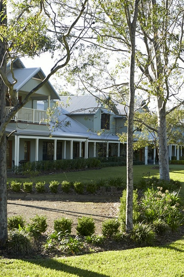 Au hunter valley vineyard estate outside view friends stays very comfortable