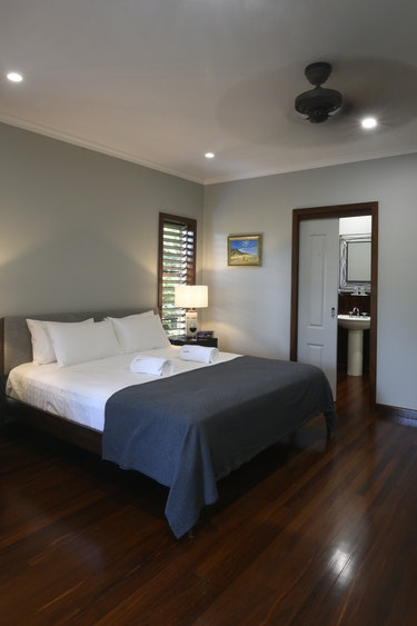 Au comfortable accommodation sealords mission beach bed and breakfast 2