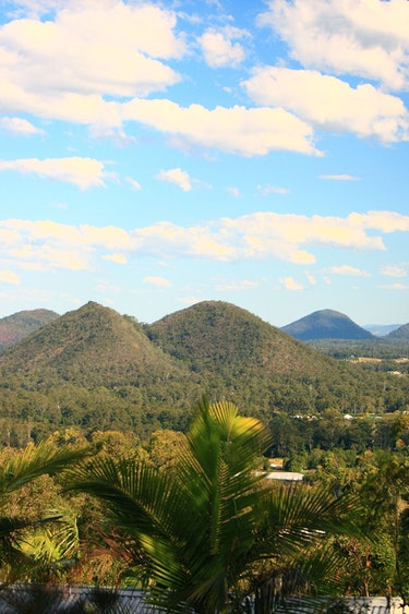 Au glasshouse mountains eco lodge nature view solo stays comfortable