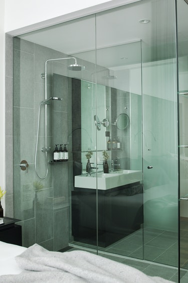 Au sydney boutique hotel walk in shower solo stays very comfortable