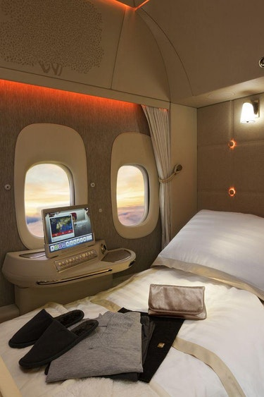 22111059 emiratesnew777 First Class fully flat bed resized 1600x1000