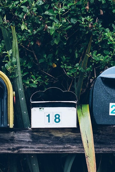 Header mailbox