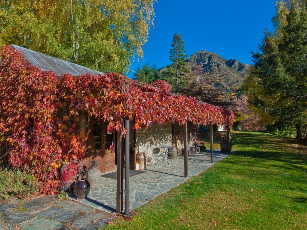 Admire the bright colours of autumn in Arrowtown