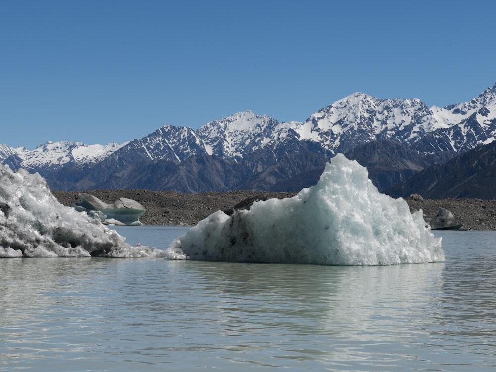 Iceberg near Mount Cook | New Zealand nature