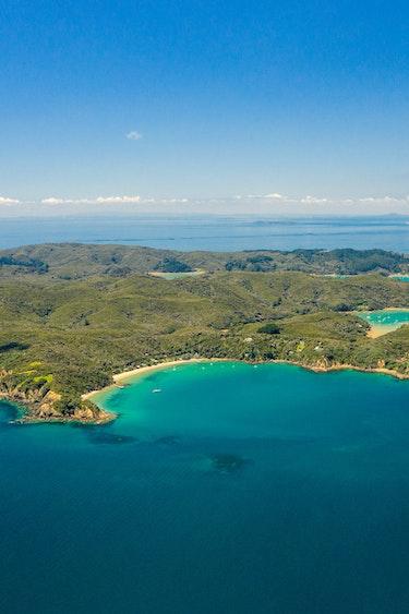 Nz kawau island drone joshua mccormack discoverpage header
