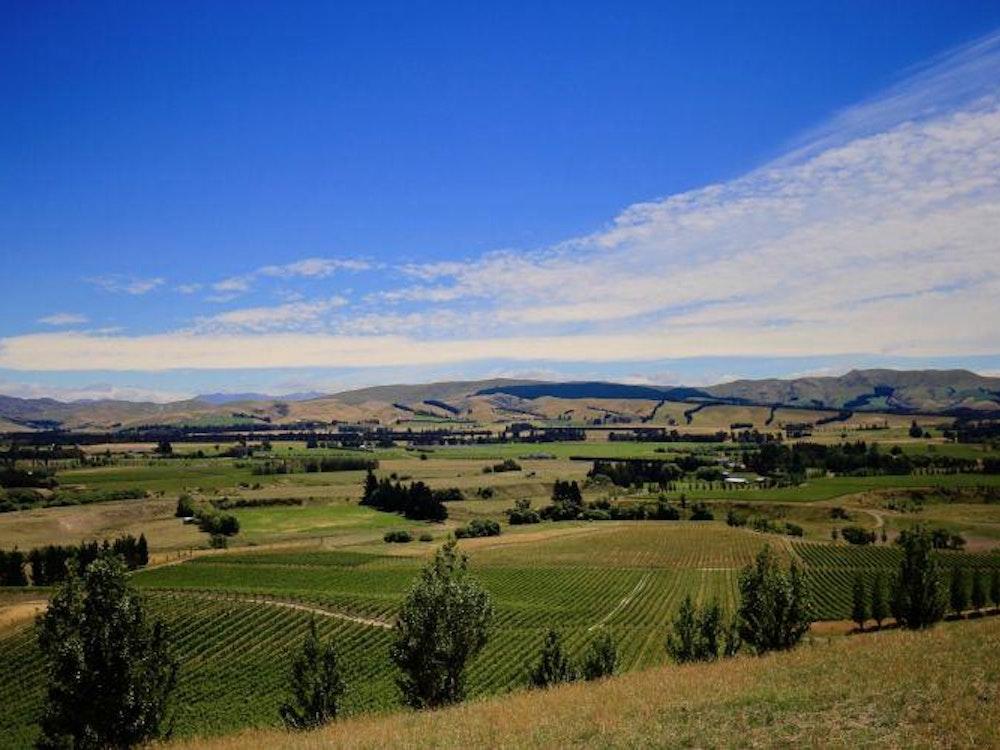 Beautiful valley   New Zealand holiday