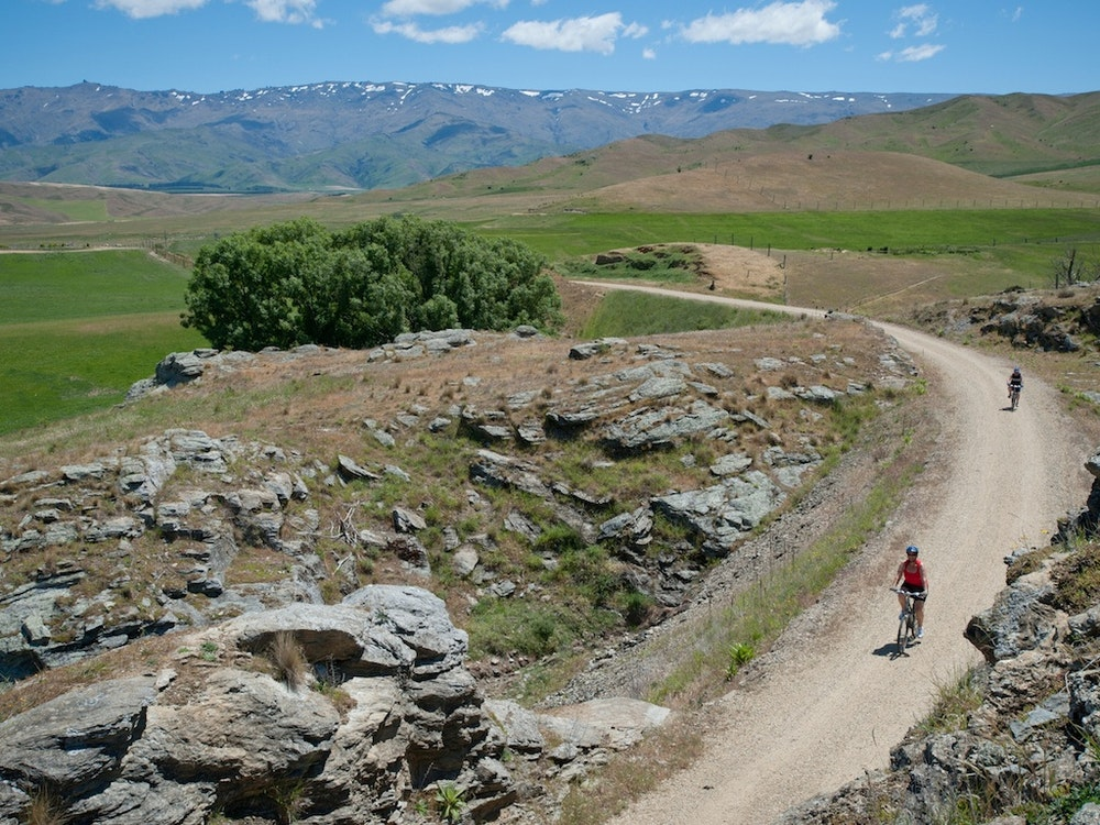 Cycle the iconic Otago Central Rail Trail | New Zealand active holiday