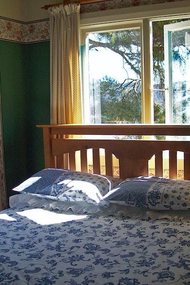 Nz coastal otago kanuka cottage bedroom family comfortable
