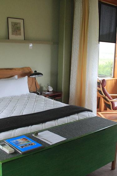 Nz kaikoura tree house bedroom family stays luxury
