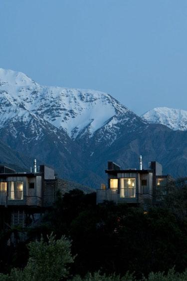 Nz kaikoura tree house mountain night family stays luxury