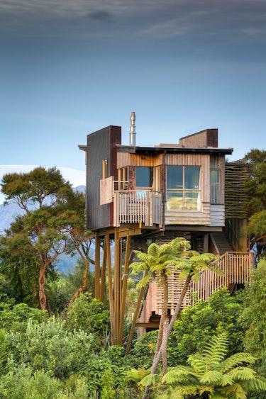 Nz kaikoura tree house nature view family stays luxury