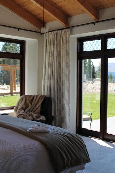Nz mt cook villa bedroom view family stays luxury
