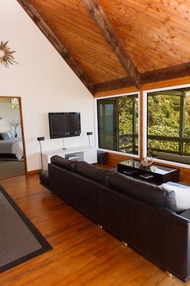Nz tauranga bay villa beach living area family stays very comfortable