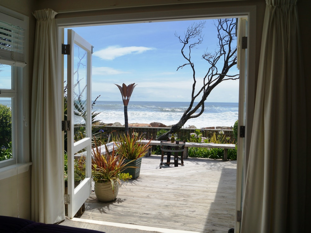 Accommodation steps away from the beach | New Zealand holiday