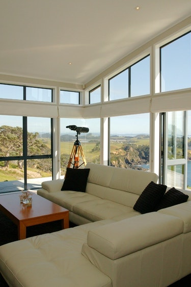 Nz whangarei villa livingroom view family stays luxury