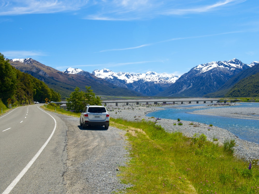 Picnic lunch by the river in the Arthur's Pass | New Zealand holiday