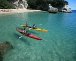 Go kayaking at Cathedral Cove | New Zealand holiday