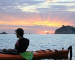 Sunset at Cathedral Cove during a kayak trip | New Zealand holiday