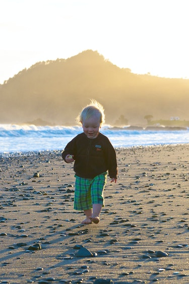 Nz coromandel young child beach family best travel time