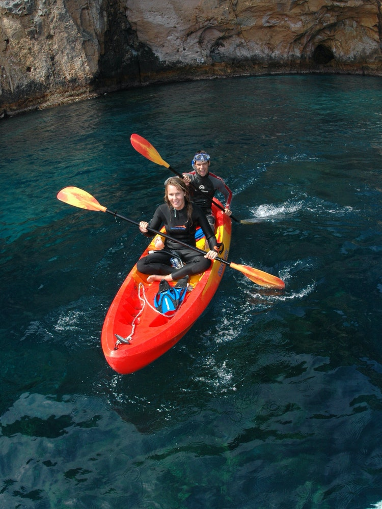 Explore the Poor Knights Islands by kayak | New Zealand active holiday