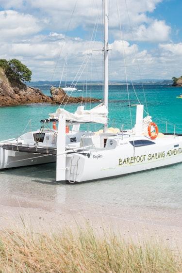Nz bay of islands sailing catamaran beach friends see and do easy going