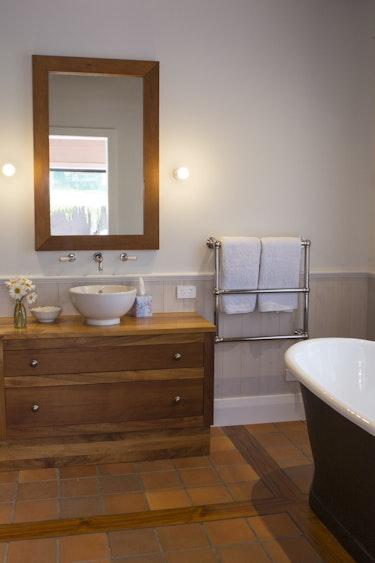 Nz coromandel luxury lodge bathroom friends stays luxury