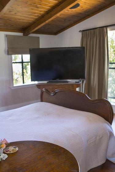 Nz coromandel luxury lodge bedroom view friends stays luxury