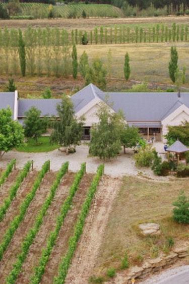 Nz fiordland vineyard lodge solo very comfortable