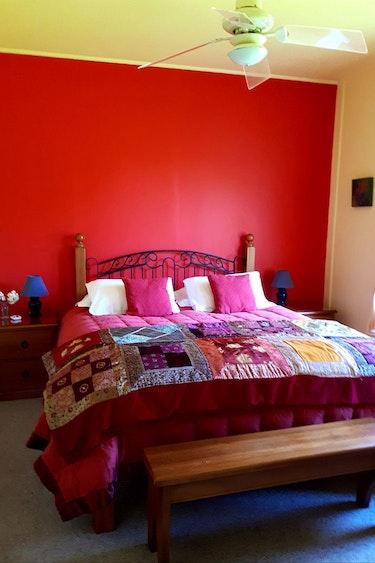 Nz kekerengu cottage bedroom friends stays comfortable