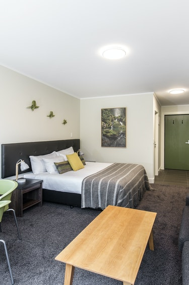 Nz milford sound chalet bedroom livingroom friends stays luxury