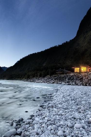 Nz milford sound chalet river night view friends stays luxury