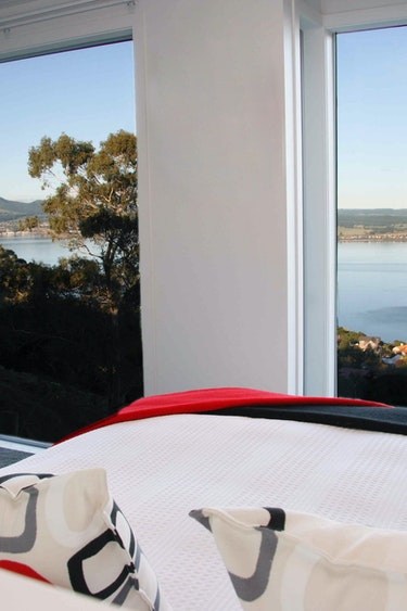 Nz taupo boutique lodge bedroom view friends stays very comfortable