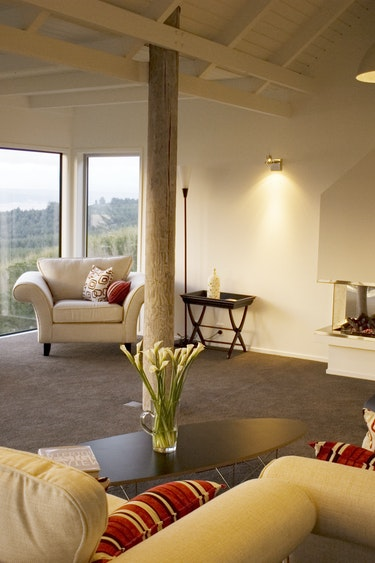 Nz taupo boutique lodge living area friends stays very comfortable