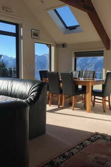 Nz wanaka lake hawea lake view earth cottage living room friends comfortable