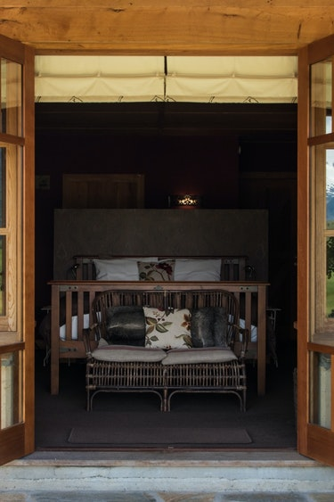 nz-makarora-bed-breakfast-entrance-room-partner-accommodation-comfortable