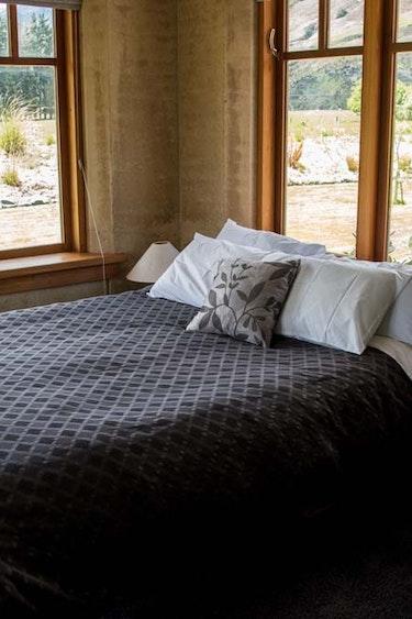 nz-makarora-bed-breakfast-room-view-partner-accommodation-comfortable