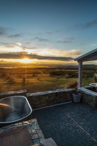 nz-mackenzie-country-farm-outside-bath-view-partner-accommodation-luxury